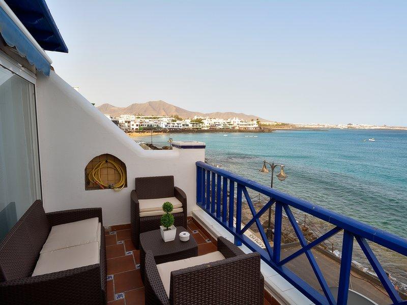 First Line Stunning Sea Views Playa Blanca, alquiler de vacaciones en Yaiza