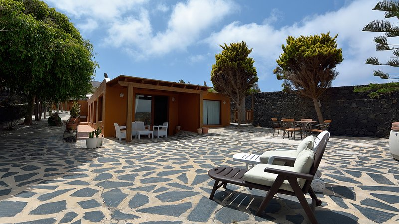 Villa Nelida Private Pool ideal for Peace Lovers, holiday rental in Tiagua