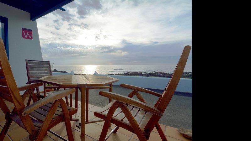 Apartment Estrella de Mar First line Sea Views Punta Mujeres, vacation rental in Punta Mujeres