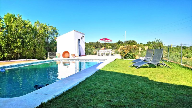Beautiful villa with swimming-pool, alquiler vacacional en Hornachuelos