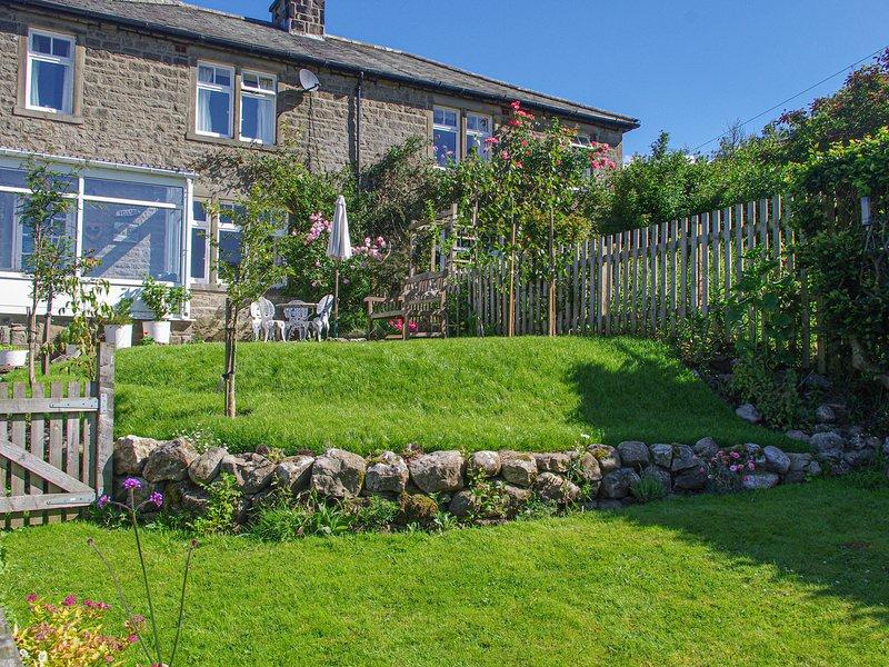 FELLSIDE, WiFi, woodburner, period cottage in Appletreewick Ref. 27212, holiday rental in Hebden