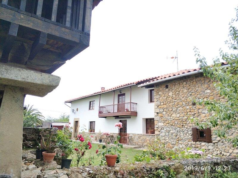 Casa Santa Agueda. Antigua casa asturiana situada en el centro asturiano, holiday rental in San Martin del Rey Aurelio Municipality