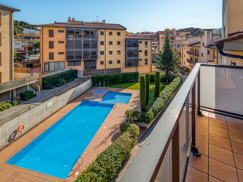 Duplex with terrace and pool at 50min Bcn, holiday rental in Sant Iscle de Vallalta