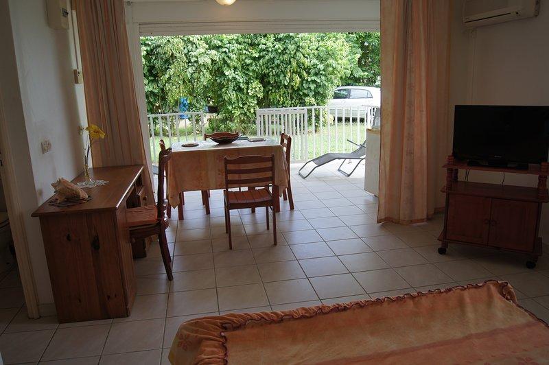 Nice studio with garden & terrace, vacation rental in Gros Cap