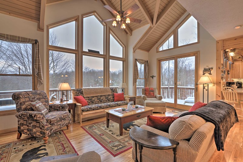 Black Bear Resort Cabin: 8 Mi to Prime Skiing!, holiday rental in Canaan Valley