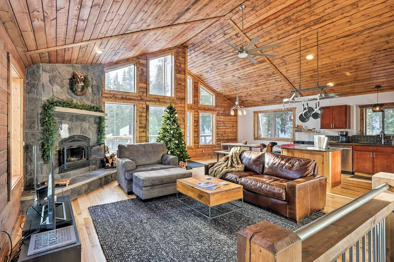 Stunning Luxury Mountain Getaway w/ Deck!, alquiler de vacaciones en Alma
