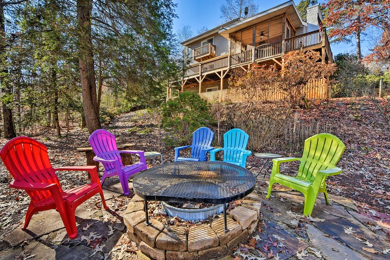 End each adventurous day in Hayesville around this home's fire pit!
