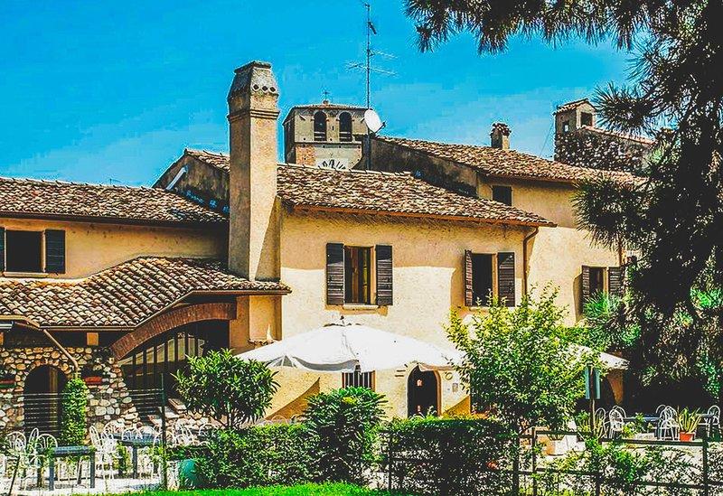 Roof,Outdoors,Garden,Flagstone,Arbour