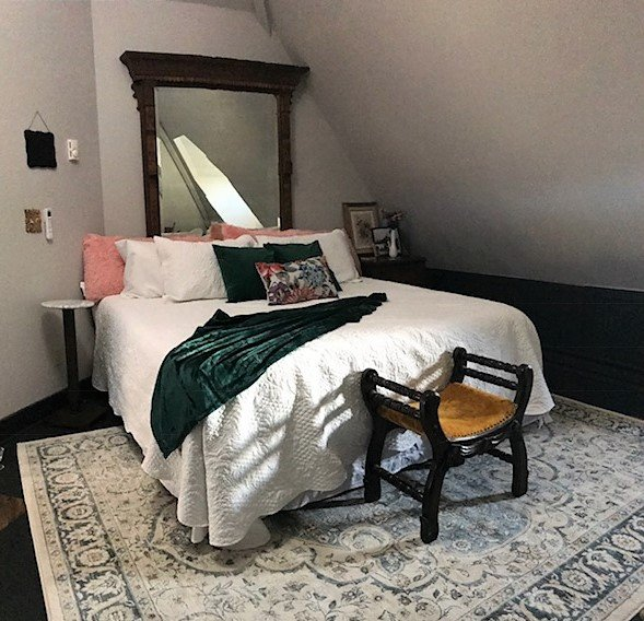 The Inn at 117 - Hays City Suite, holiday rental in Hays