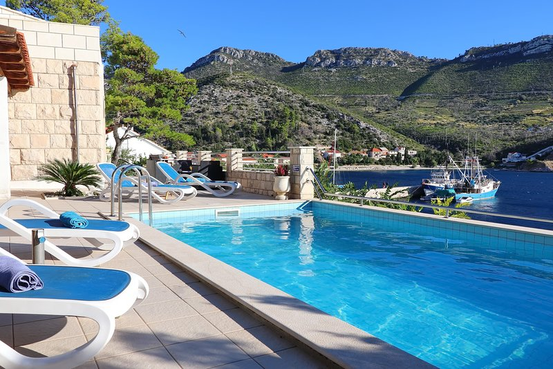 Villa Silencia - Two-Bedroom Villa with Private Pool and Sea View, holiday rental in Trstenik