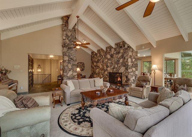 Cedar Ridge Lake-house, 5 Bedroom in a beautiful quiet neighborhood (ZC221) – semesterbostad i Zephyr Cove