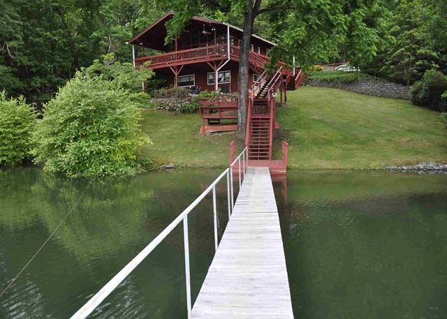 CHATUGE FISH IS PARADISE FOR FISHERMEN,WATERSPORTS,DOG FRIENDLY, location de vacances à Hiawassee