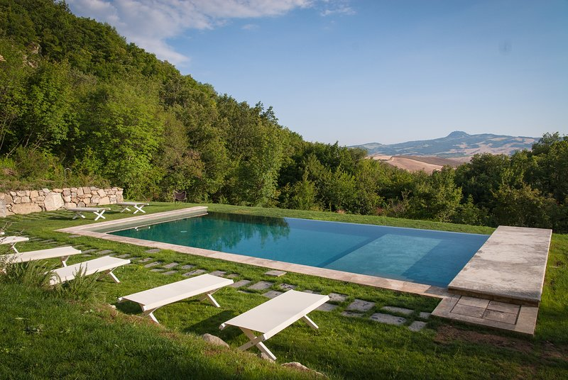 THE TUSCANY. THE HOME ESCAPE. CONCIERGE.BREAKFAST.WINE CELLAR. COUNTRYSIDE., vacation rental in Sarteano