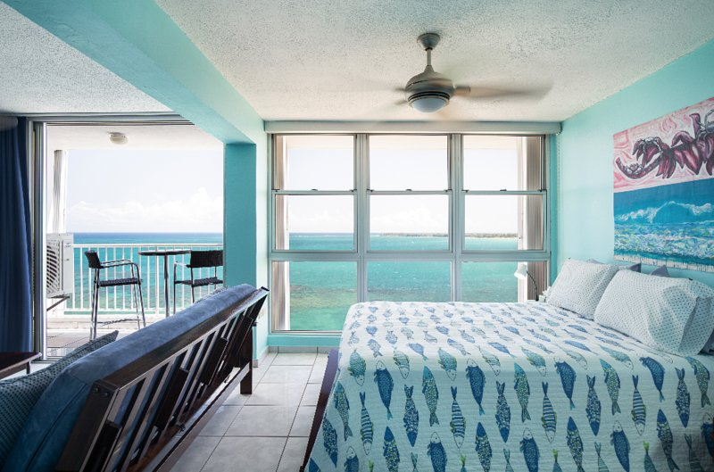 Beachfront Oversize Studio with Stunning View, holiday rental in Isla Verde