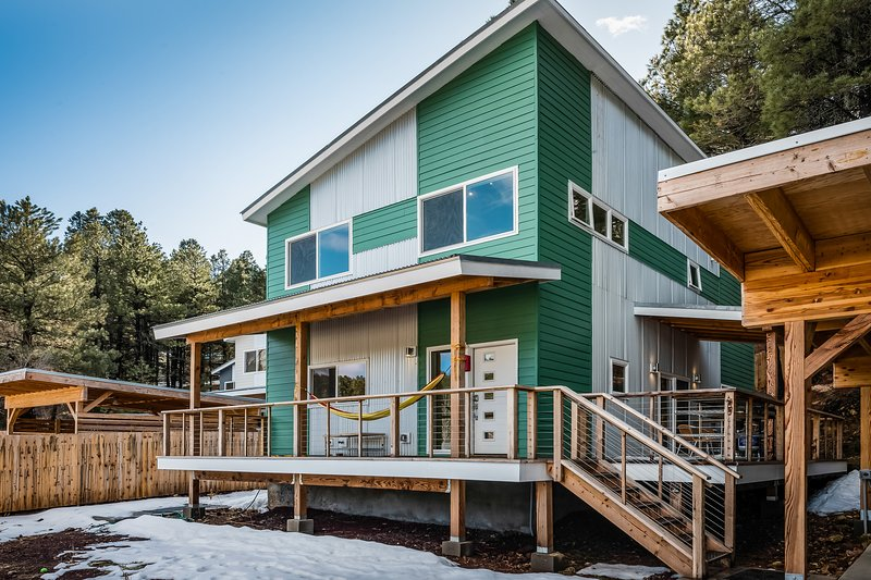 Large, dog-friendly Flagstaff home with free WiFi - near golf!, location de vacances à Kachina Village