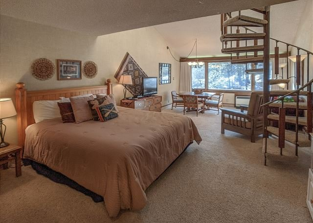Tamarron Lodge #316 - A/C - Golf - Shared Pool & Hot Tub - Ski Shuttle, alquiler de vacaciones en Durango