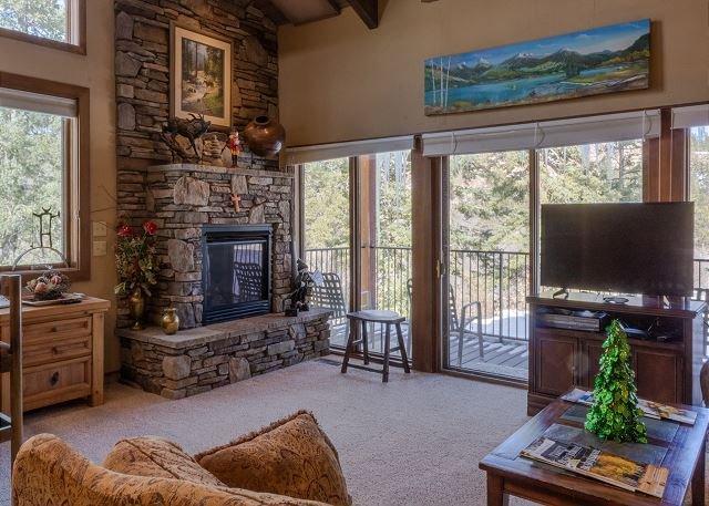 Tamarron Resort #******* - Private Deck - Golf/AC/ Pool/Hot Tub - Ski Shuttle, vacation rental in Durango