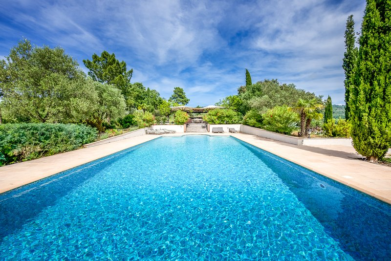 211048 villa 400sqm, 16 people, 7 bedrooms and 6 bathrooms, pool, summer kitchen, holiday rental in Gassin