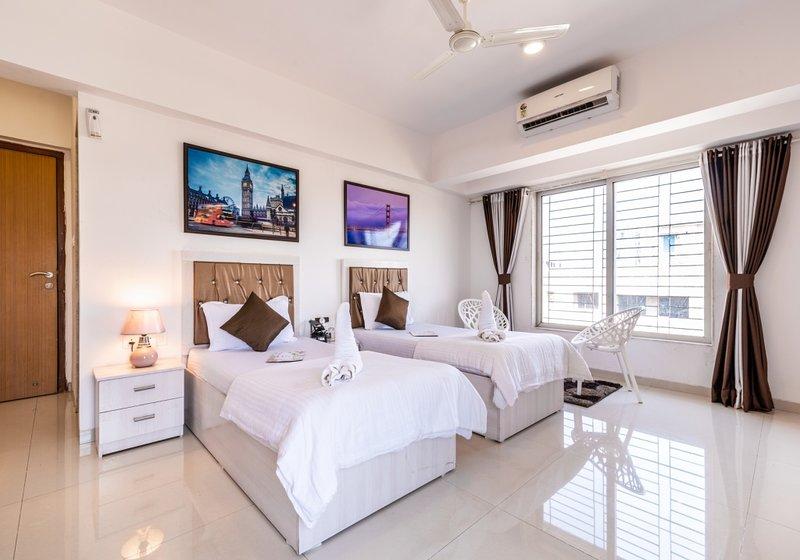 Business Room Near Airport, vacation rental in Ghātkopar