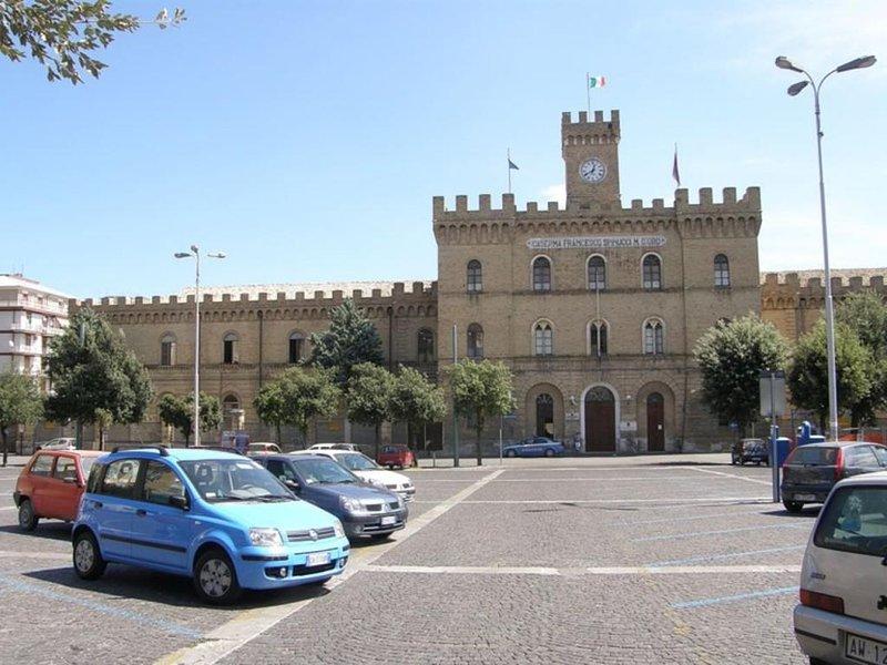 Dimora Spinucci, appartamento con vista Chieti centro, alquiler vacacional en Villa Oliveti