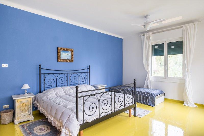LA STANZA BLU -BED & BREAKFAST LA VILLA, holiday rental in San Donino
