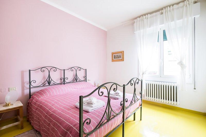 LA STANZA ROSA BED& BREAKFAST LA VILLA, holiday rental in San Donino