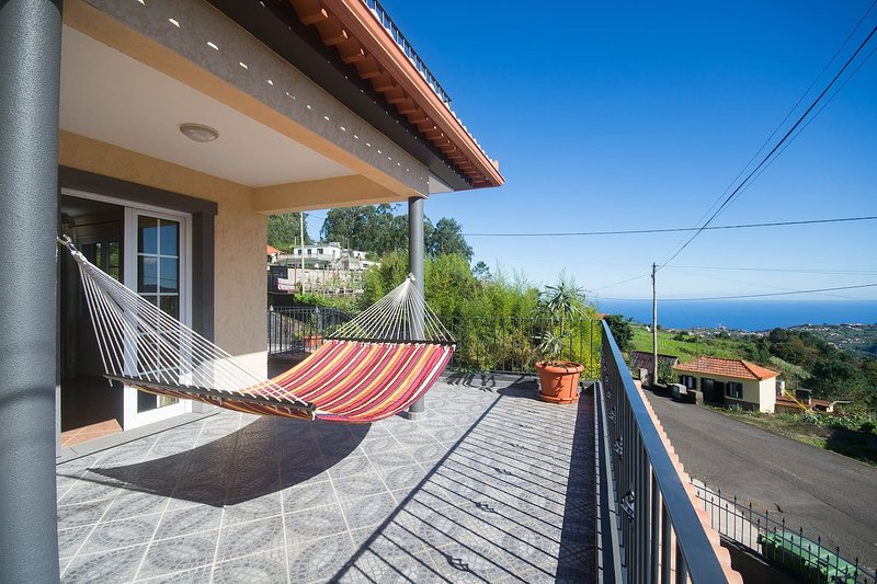 Amazing house with sea view & Wifi, holiday rental in Boaventura