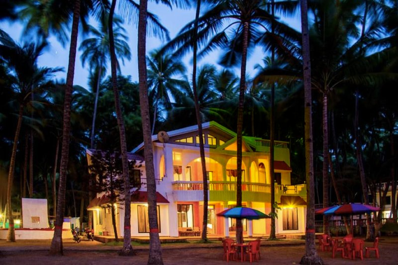 Beach front 5BHK by Unexplora, vacation rental in Kashid