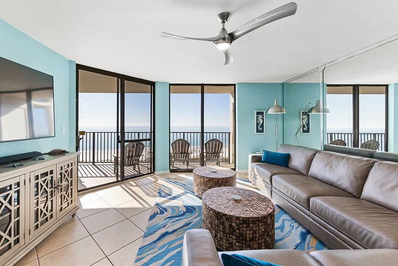 Family room with access to the balcony.