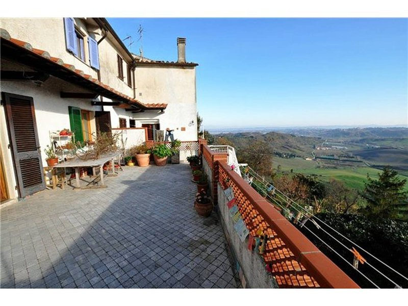 Spacious apartment with terrace, holiday rental in Casciana Alta