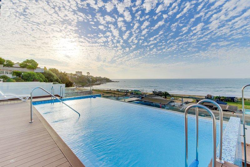 Front Beach Apartment -1BD/BR with Ocean View  & Wifi, location de vacances à Concon
