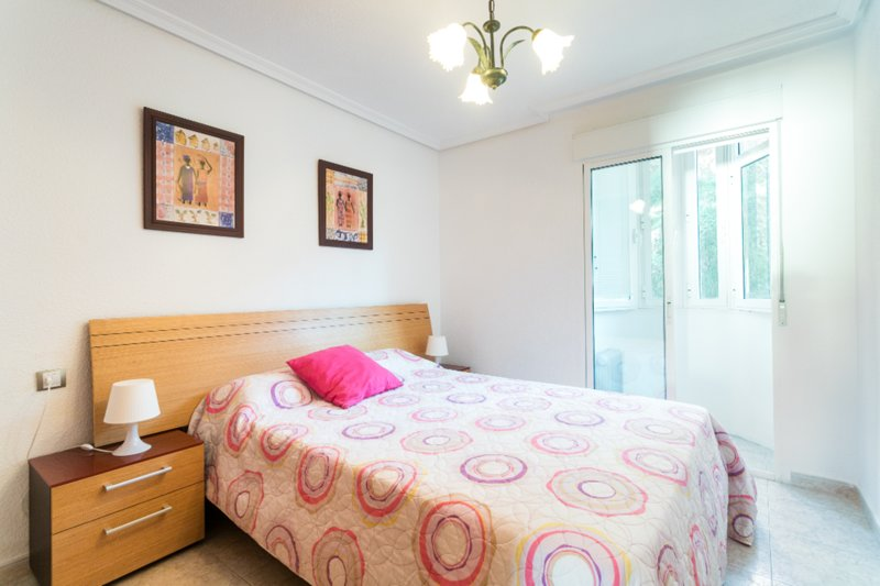 Spacious apartment with sea views - WIFI - excellent transport links, vacation rental in Alicante