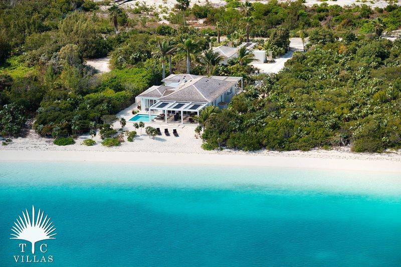 TC Villas // Beachfront Villa Aquazure // Nearly private beach, holiday rental in Providenciales