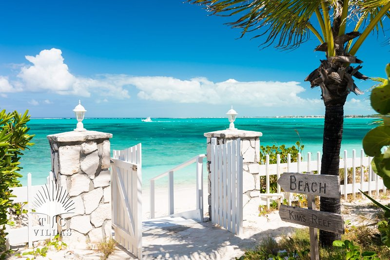 TC Villas // Reef Beach House // Beach for a backyard!, holiday rental in Providenciales