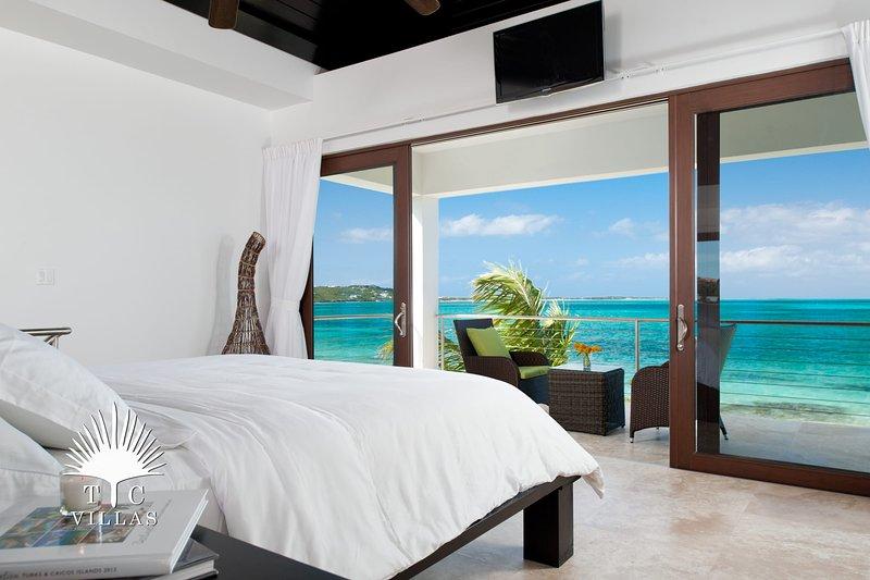 TC Villas // Ocean Edge Villa // Romantic Getaway, holiday rental in Providenciales
