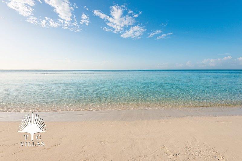 TC Villas // Grace Bay Retreat // Steps to Grace Bay Beach, location de vacances à The Bight Settlement