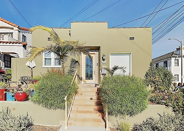 Near the Beach! Modern Spanish-Style Cottage w/ Patio & Firepit, holiday rental in Lakewood