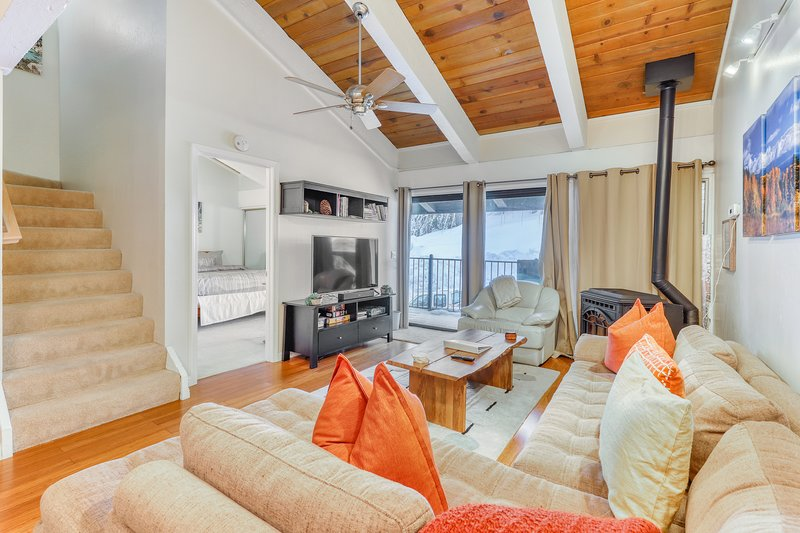 Upscale condo near slopes, hiking, biking and horseback riding!, holiday rental in Squaw Valley