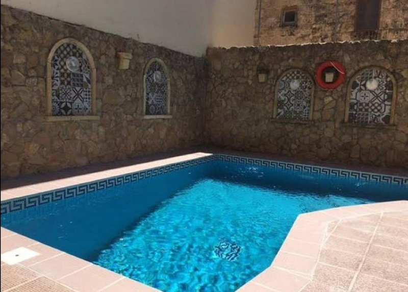Beautiful villa with swimming-pool, vacation rental in Munxar