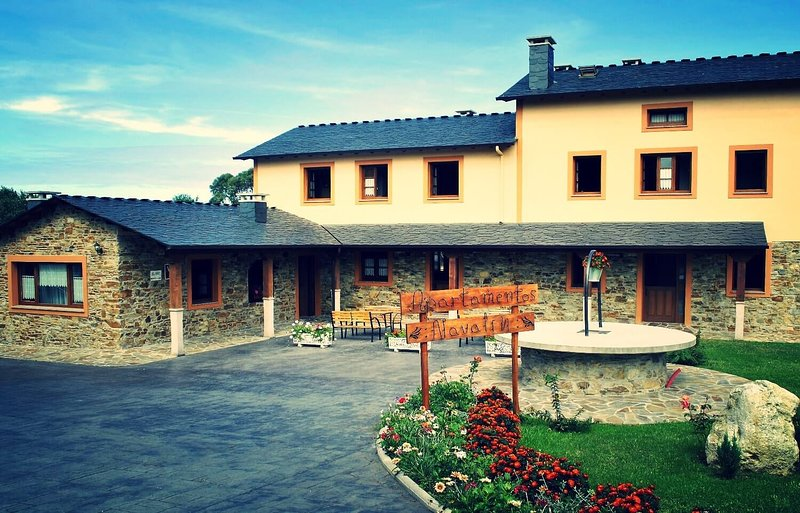 Apartamentos Navalin - Apartamento 4 (dúplex), holiday rental in El Franco Municipality