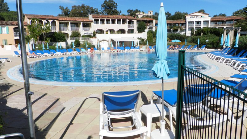 Bel Appart. 2/4 pers. lumineux dans résidence avec piscine proche de la plage., holiday rental in Port Grimaud