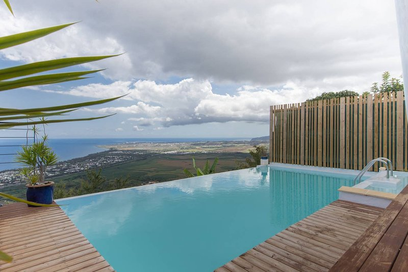 Amazing villa with swimming-pool, vacation rental in Saint-Gilles-les Hauts