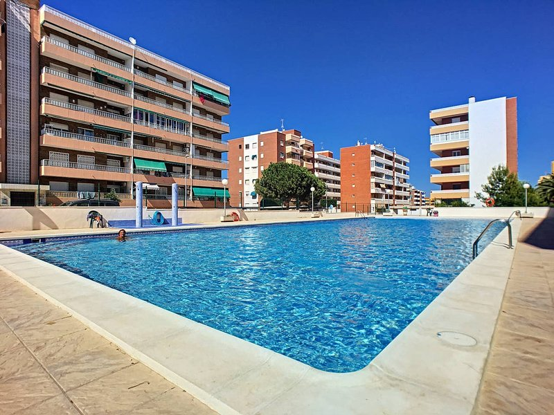 2 Bed Ground Floor Apartment in walking distance to the beach, vacation rental in Punta Prima
