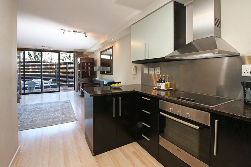 Spacious Centrally Located Studio, holiday rental in Green Point