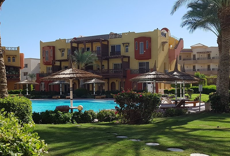 Self-catering 2 bedroom hotel apartment with free beach and pool access, Sharm, holiday rental in Sharm El Sheikh