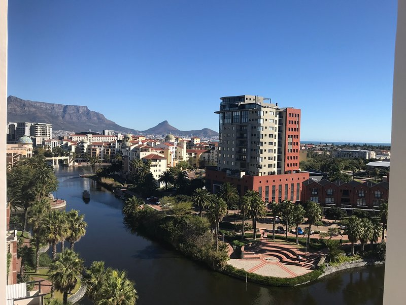 1 bedroom furnished apartment in Century City Cape Town, free WiFi free parking, holiday rental in Panorama