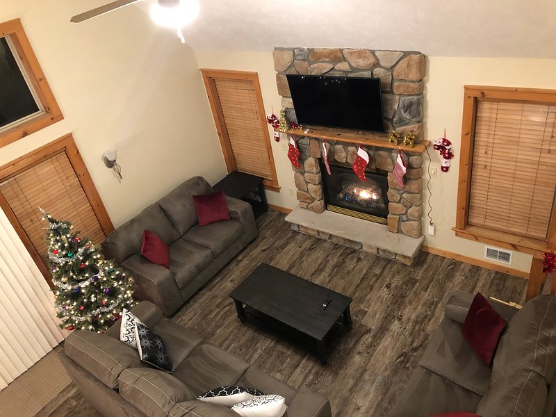 Camelback ski house with 2 living spaces & game room, holiday rental in Pocono Manor