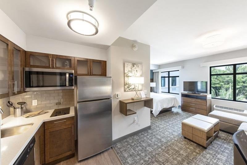 Fully equipped kitchen with fridge, microwave, stove, dishwasher. All plates, glasses and utensils provided - you don't need to bring a thing.