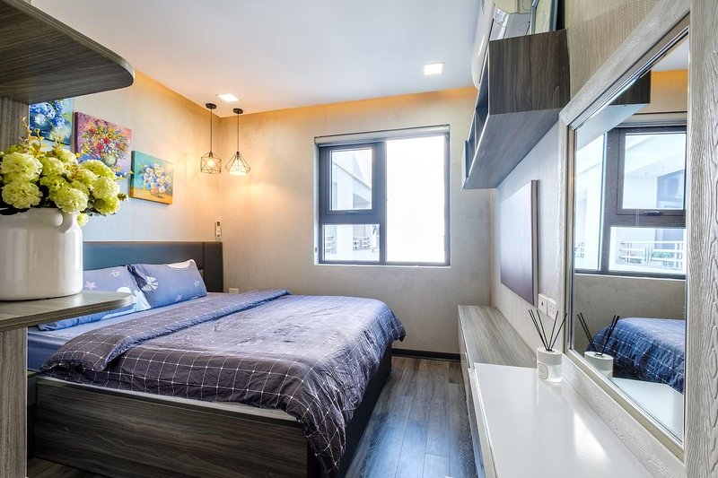 Queen-sized beds for 2 guests with Sea view Windows