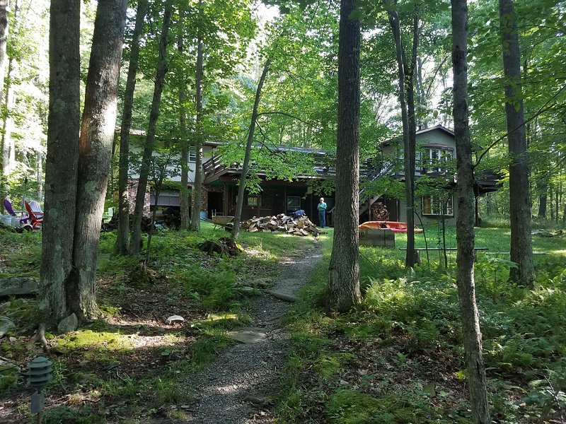 Almost Heaven - Lakefront Living in vintage Deep Creek Cabin.  Dock and hot tub, vacation rental in McHenry